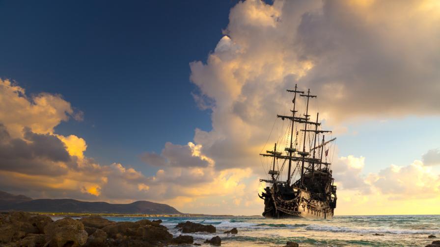 <p>Изплува кораб, <strong>заклещен от 101&nbsp;г</strong>. в Ниагарския <strong>водопад</strong></p>