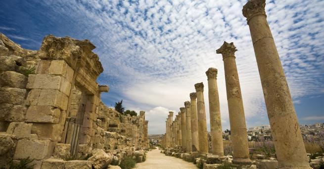 Свят Атака в Йордания: Туристи са сред нападнатите с нож
