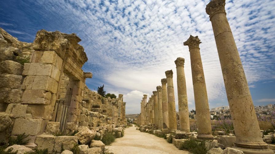 <p>Атака в Йордания: Туристи са сред нападнатите с нож</p>