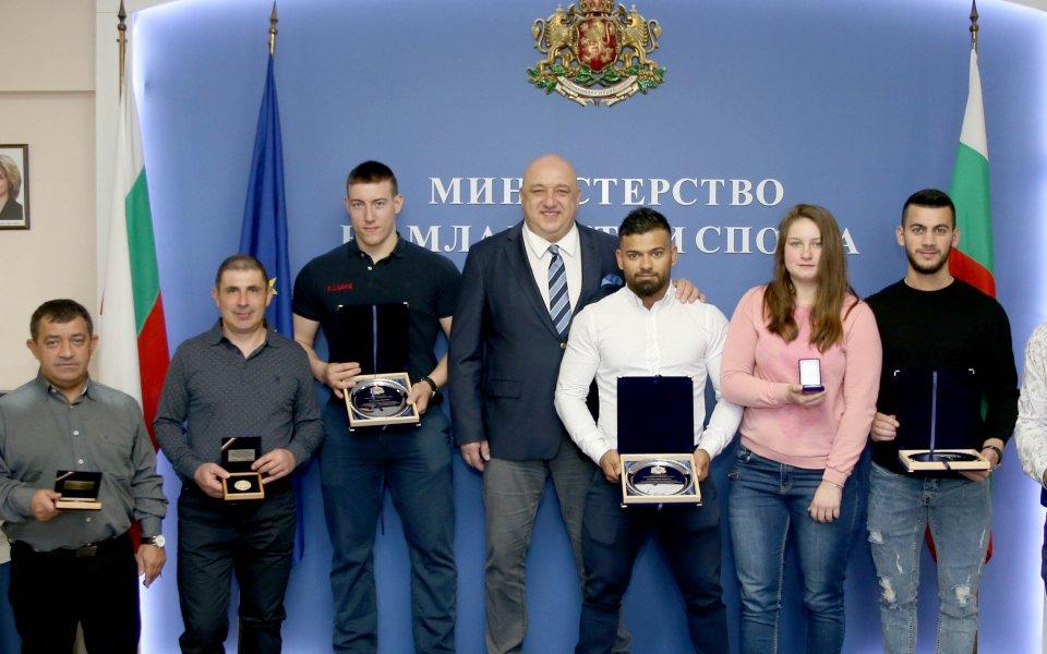 Красен Кралев награди медалистите ни по вдигане на тежести от европейското