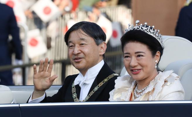 Япония приветства своя император