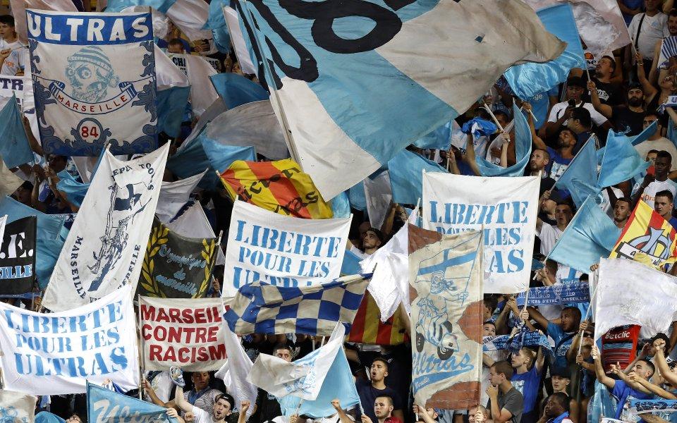 Феновете на Марсилия изпочупиха автобуса на Лион