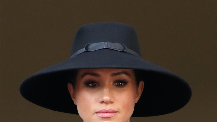 Херцогините в черно: Кейт и Меган заедно на...