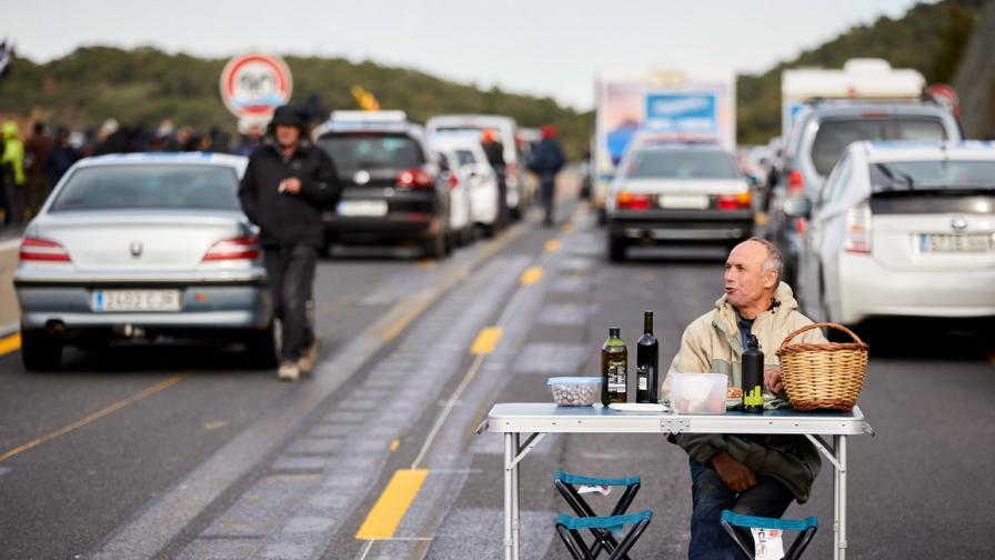 Блокираха магистралата между Испания и...