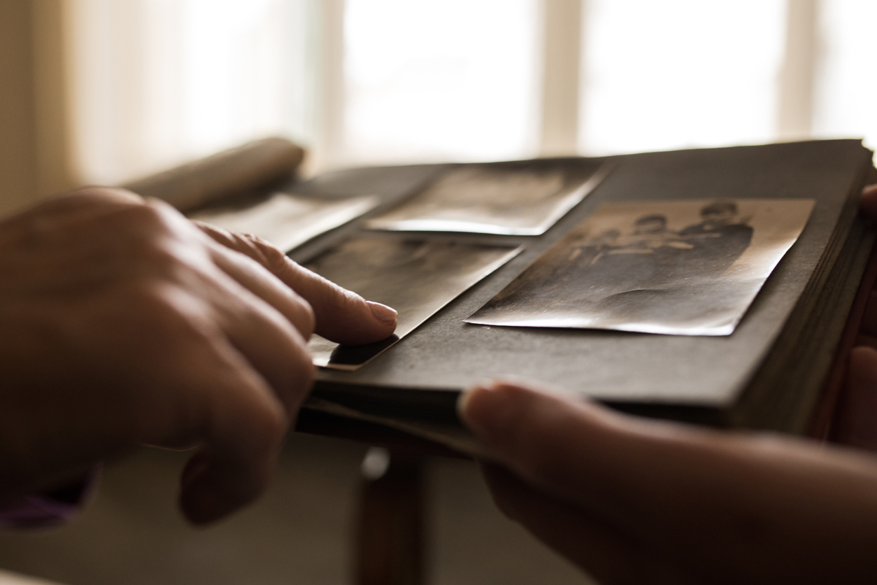 <p><strong>Разпознайте предметите</strong></p>  <p>Преценете добре кои точно предмети носят сантиментална стойност за вас. Претеглете на кантара важността на едните срещу тази на другите в купчинката.</p>