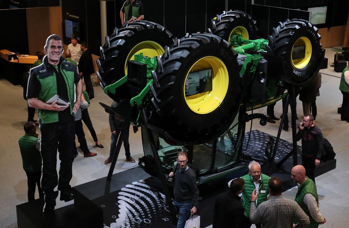 <p>Повече от 2 750 изложители представят до 16 ноември иновациите и новостите в земеделската техника.</p>