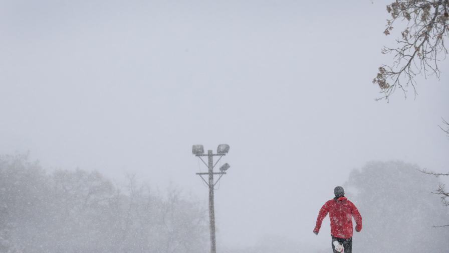 Сняг затрупа източните щати още преди зимата
