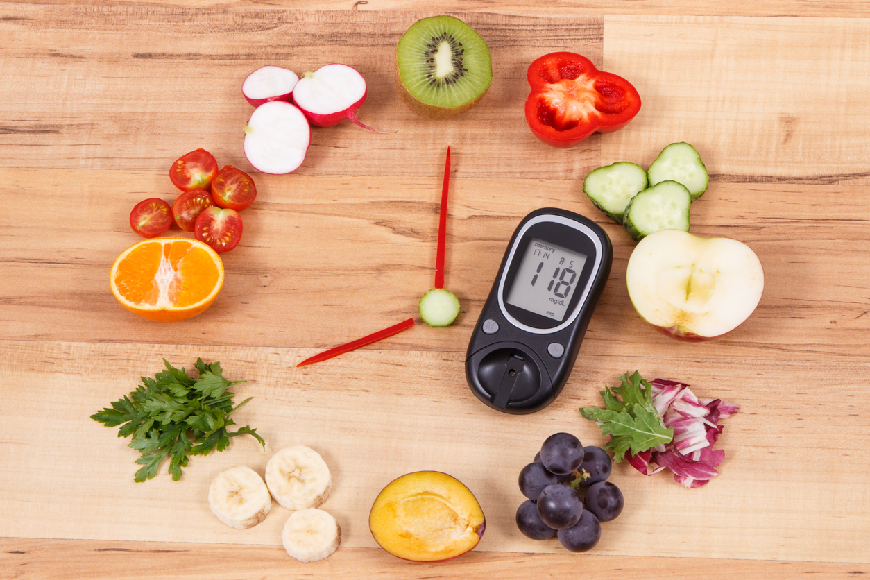 <p><strong>Яжте здравословни храни през повечето време. </strong></p>  <p>Яжте по-малки порции, за да намалите количеството калории, които хапвате всеки ден &ndash; това ще ви помогне да отслабнете. Изборът на храни с по-малко мазнини е друг начин за намаляване на калориите. Пийте вода вместо подсладени напитки.</p>