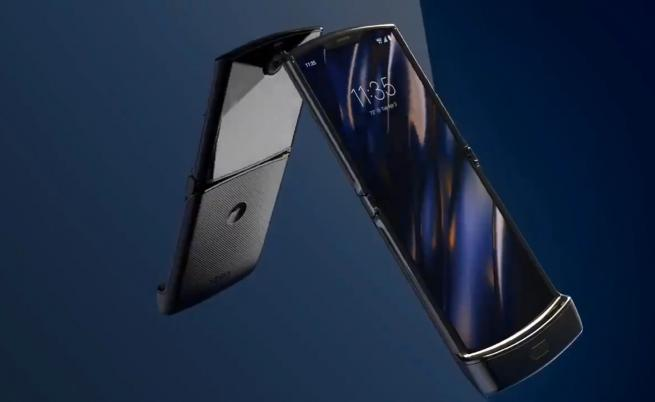 Motorola представи сгъваемия смартфон Razr