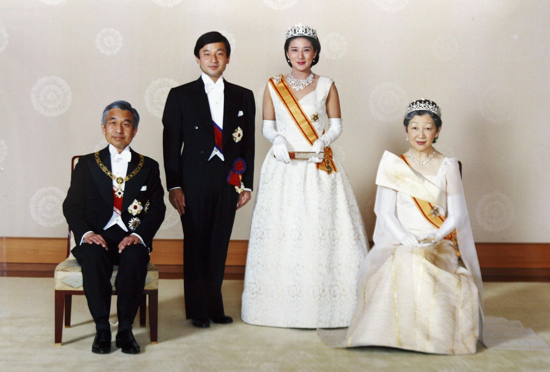 <p><strong>Япония: император Нарухито и императрица Масако</strong></p>  <p>Тогавашният принц, най-възрастният син на император Акихито, се жени за образованата в Америка принцеса Масако през 1993 г.&nbsp;</p>