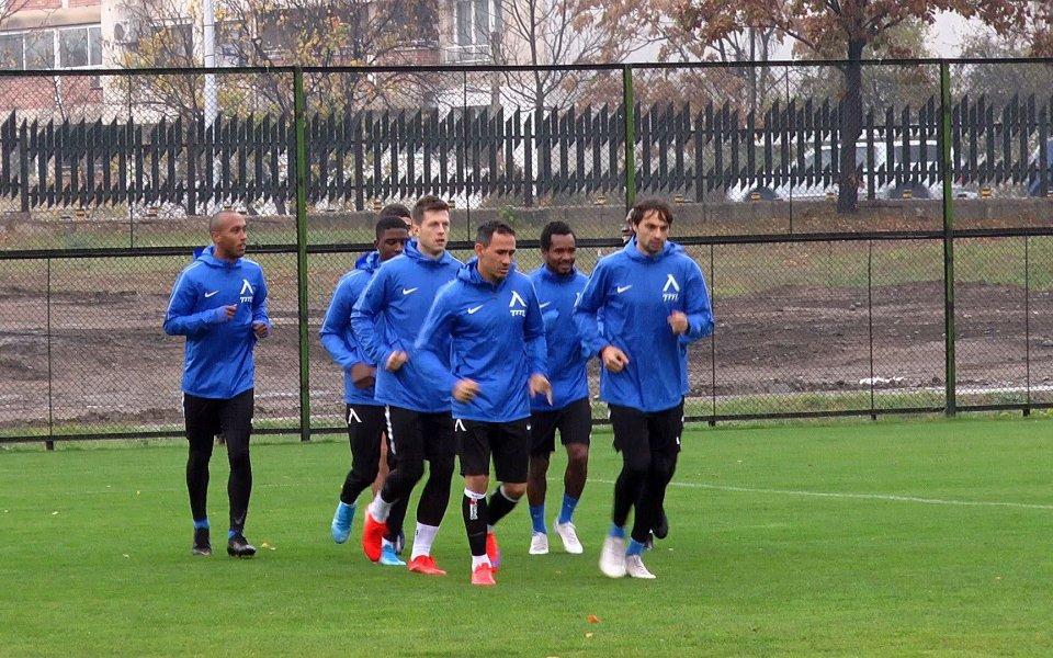 """Футболистите на """"Левски"""" подновиха тренировъчния си процес. """"Сините"""" получиха три"""