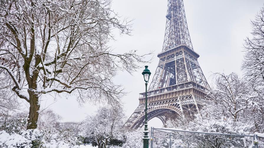 Сняг скова Франция и уби човек