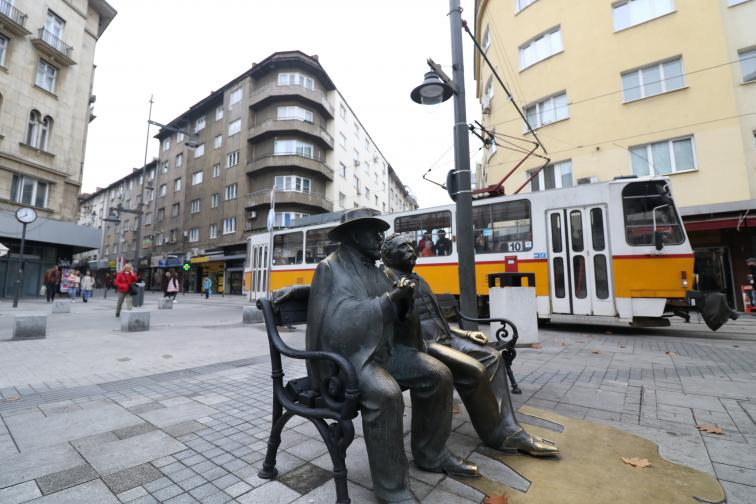 славейков статуя бастун площад