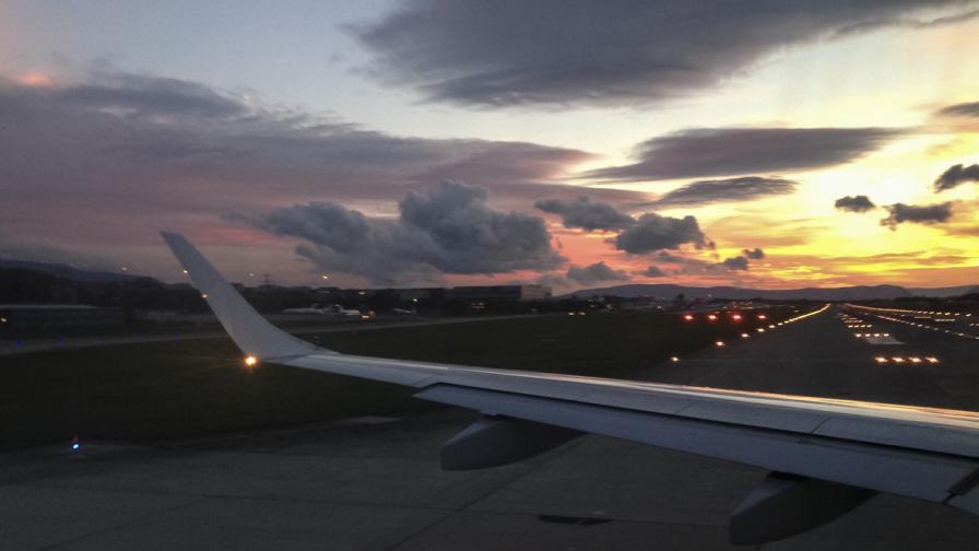 Мъртво дете е открито в колесника на самолет в Париж
