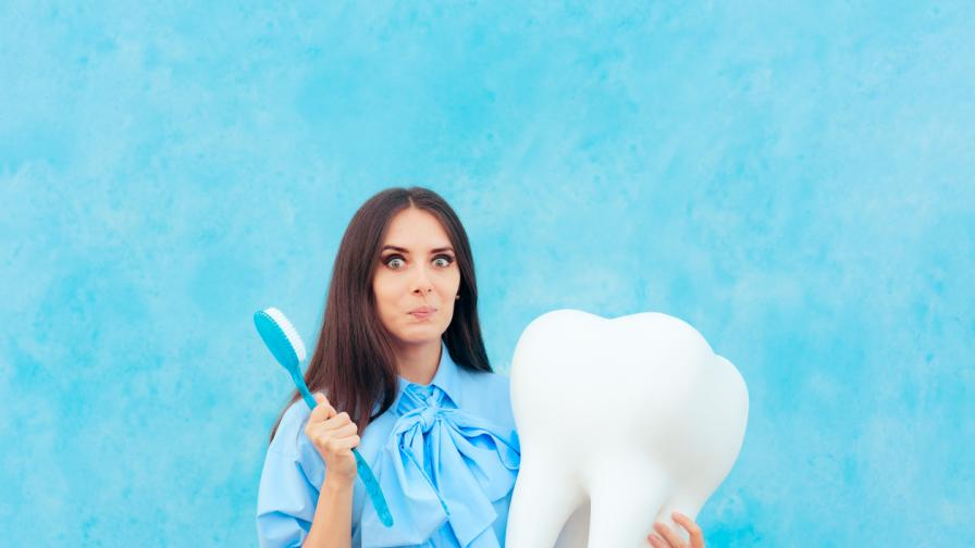 <p>Избелване на зъбите с куркума. <strong>Работи ли?</strong></p>