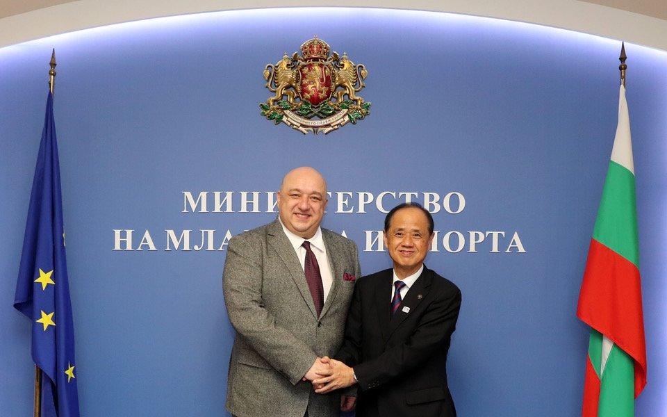 Снимка: Министър Кралев се срещна с делегация от японския град Окаяма