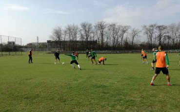 Нефтохимик стартира подготовка за дербито с Локомотив София