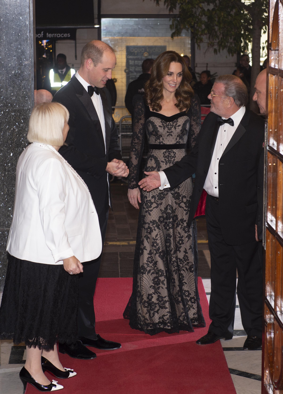 <p>Херцогиня Кейт Мидълтън и принц Уилям бяха сред важните гости на тазгодишното събиране.&nbsp;Съпругата на принц Уилям отново спечели модните критици и кралски обожатели със своята визия.</p>