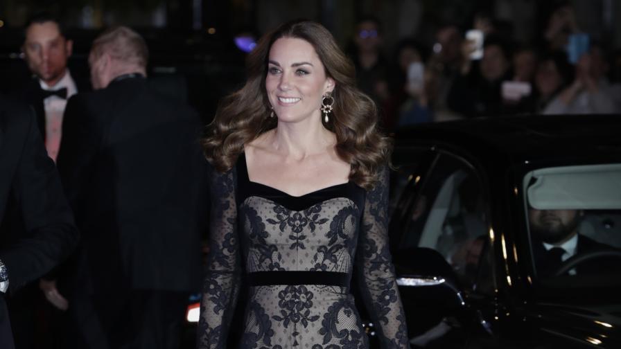 <p><strong>Кейт</strong> с впечатляваща вечерна рокля (СНИМКИ)</p>