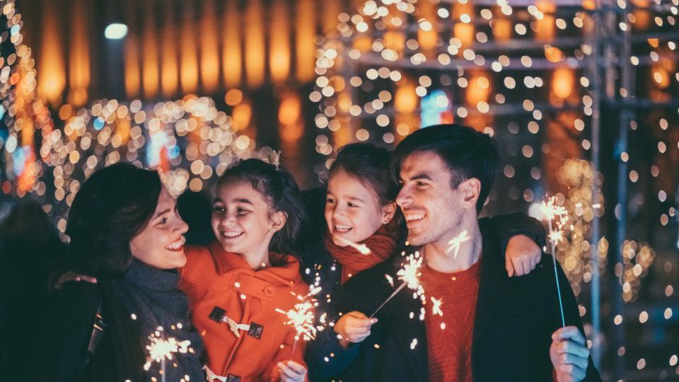 нова година 2020 празник заря семейство приятели