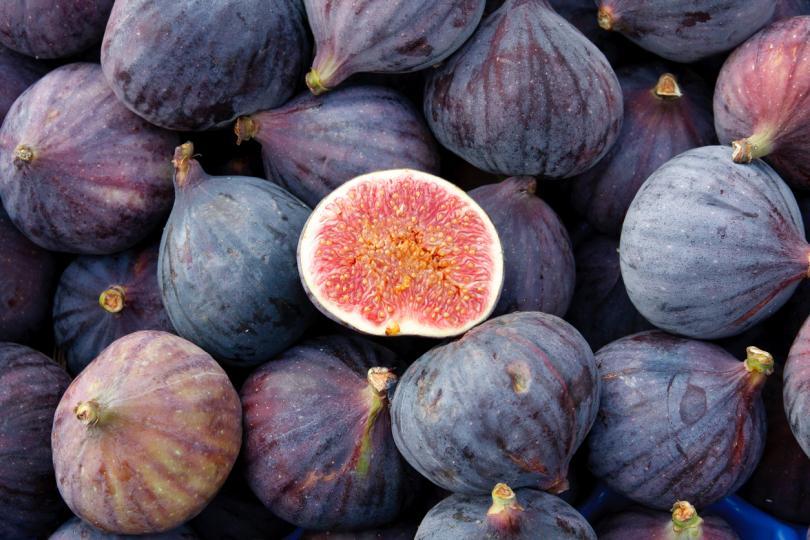 <p>Екстракт от смокини се използва и в много шампоани и балсами, тъй като те спомагат за по-бързия растеж на косата и лесното й разресване.</p>