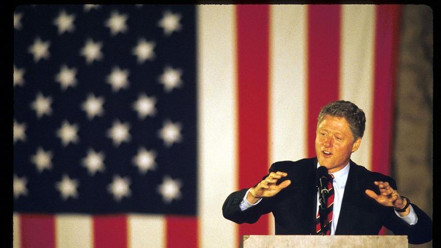 """<p>Преди <strong>20 г. Бил Клинтън</strong> изнася реч на площад """"Св. Александър Невски""""</p>"""