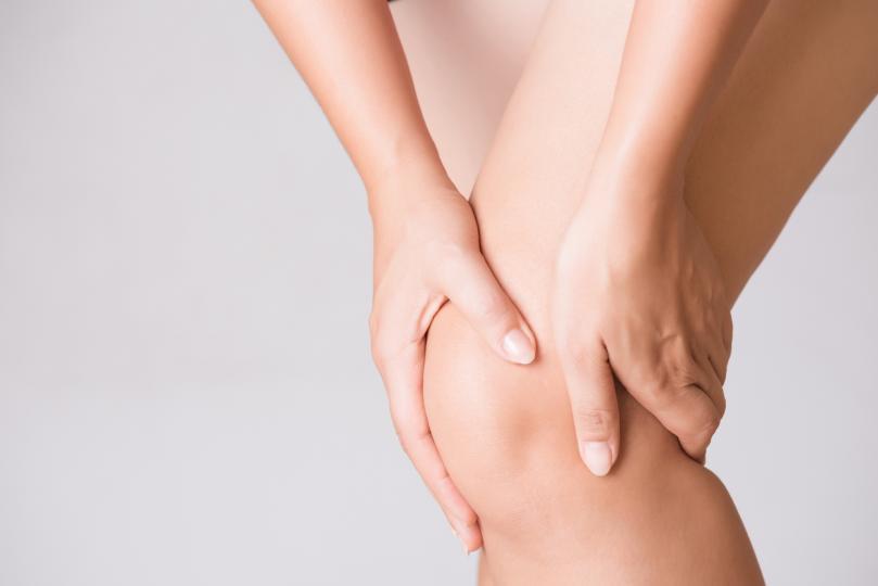 <p><strong>Болка в колената</strong></p>  <p>Болката в коляното може да означава, че егото ти е прекалено голямо, че се взимаш прекалено на сериозно. Успокой топката. Свърши малко доброволчески труд. Помни, че си смъртен.</p>