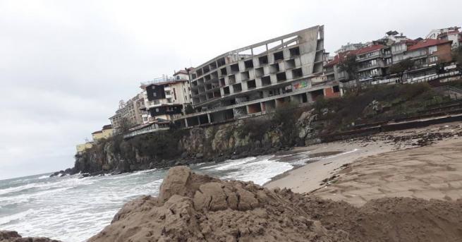 България Дигата на плажа в Созопол е почти премахната В