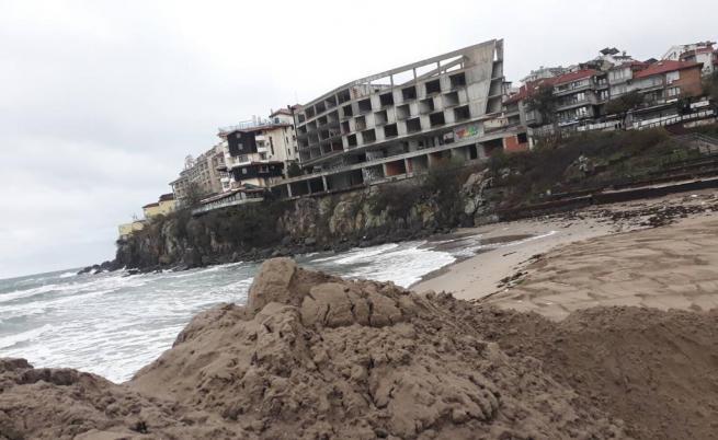 Дигата на плажа в Созопол е почти премахната