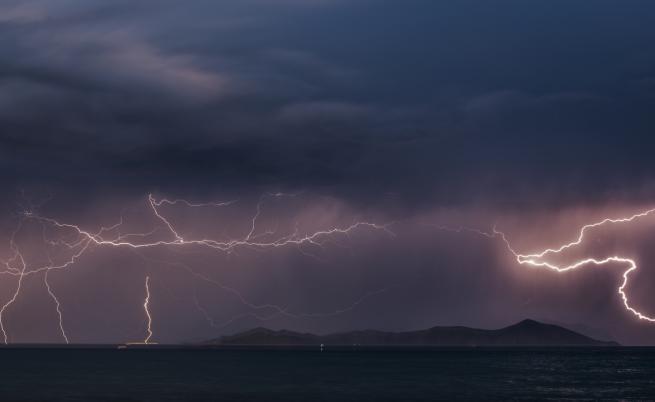 Силна буря взе две жертви в Гърция