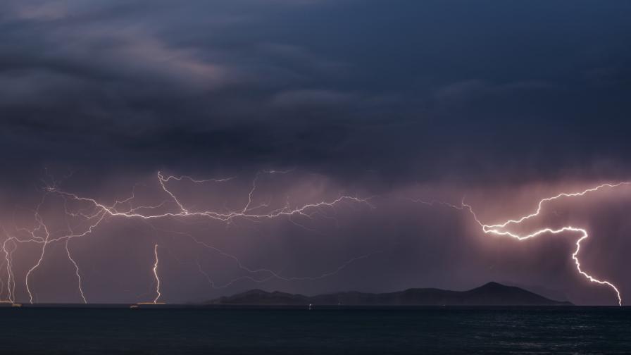 <p>Силна буря взе две жертви в Гърция</p>