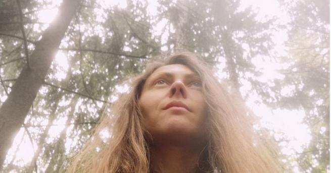 Вдъхновени истории Лора, която беше призована от Северното сияние Лора