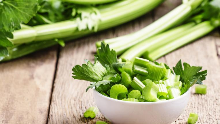 11 храни, които облекчават подуването на корема