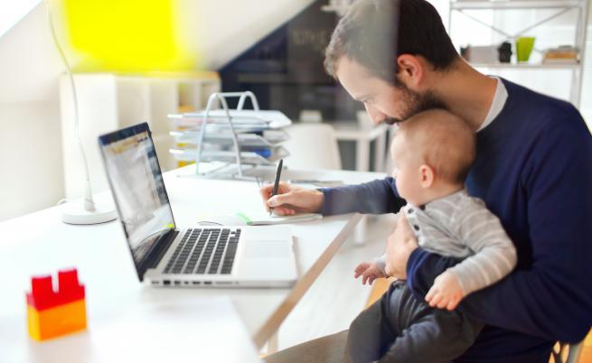 Трябва ли работодателите да подкрепят служителите си в ролята им на родители
