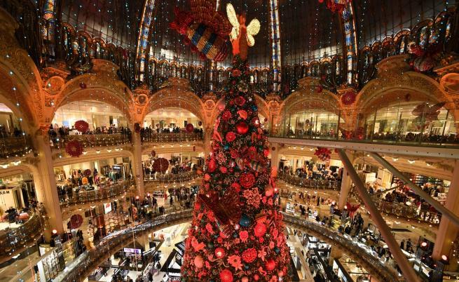 Париж блести в коледна премяна (СНИМКИ)