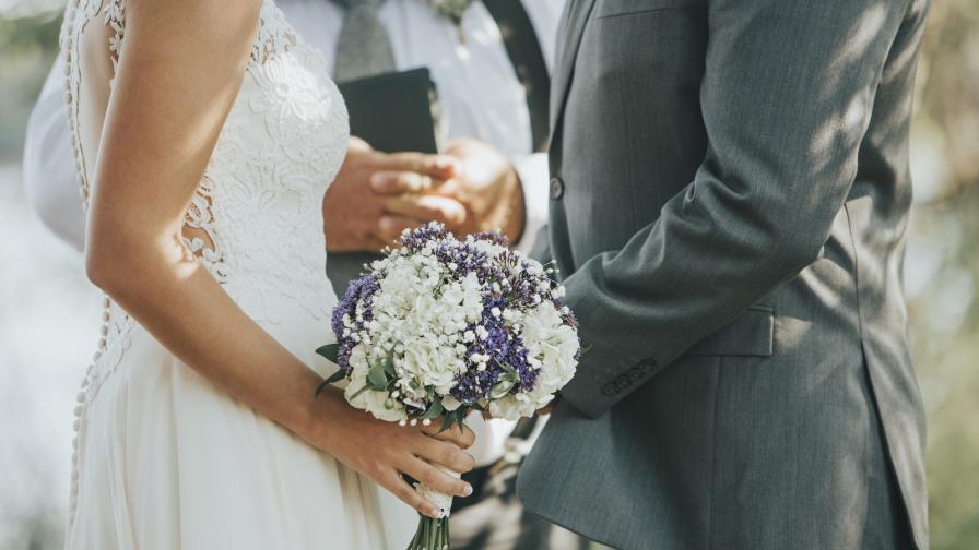 <p><strong>Цеца Величкович</strong> вдигна грандиозна&nbsp;сватба на сина си</p>