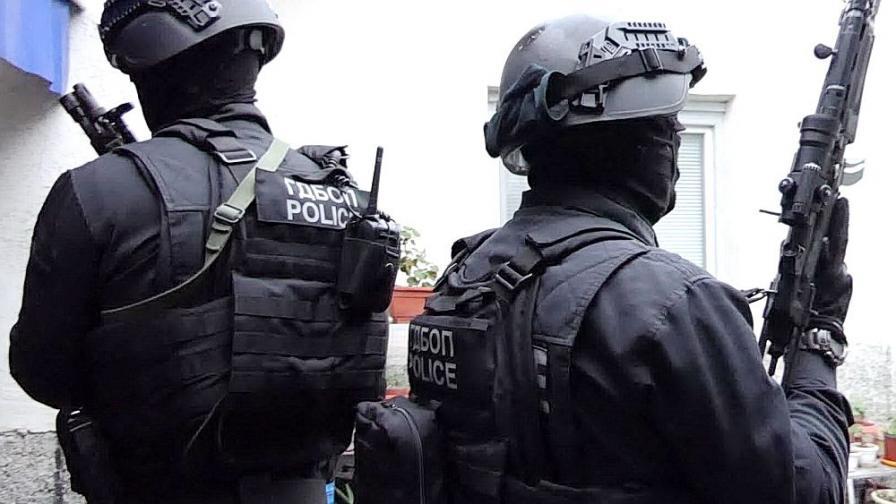 Десетки в ареста след акция в Карловско