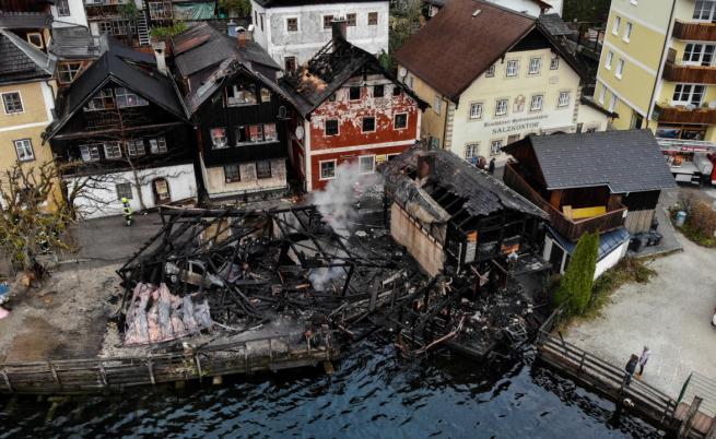 Пожар унищожи къщи в приказния Халщат