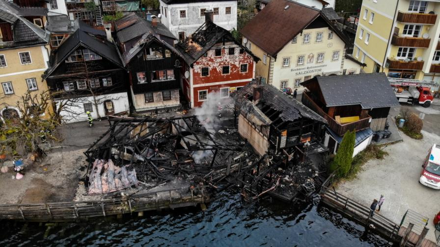 <p>Пожар унищожи къщи в приказния Халщат</p>