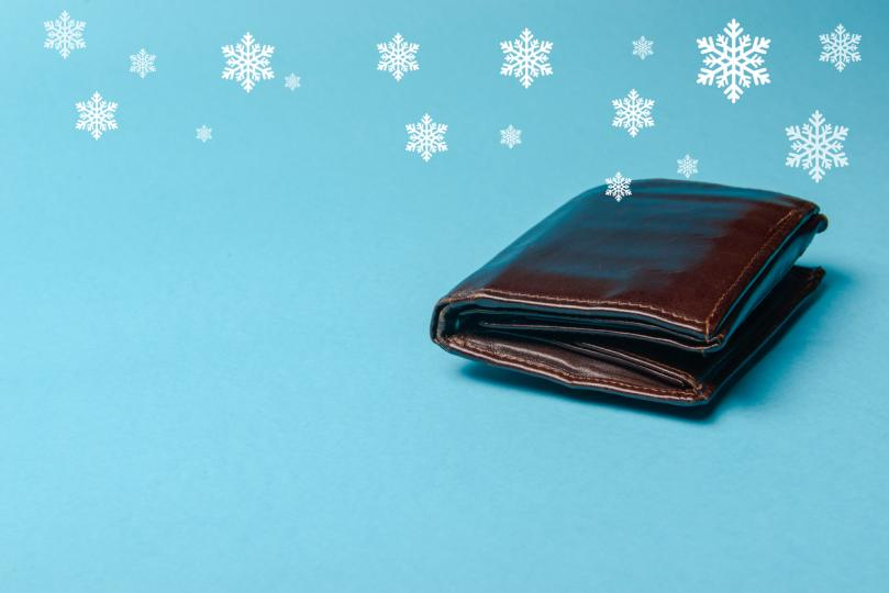 <p>Ако подарите на някого чанта или портмоне, задължително сложете в него пари (дори една монета върши работа).&nbsp;</p>