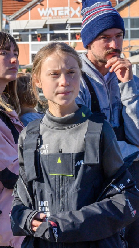 <p>Вчера шведската&nbsp;екоактивиска&nbsp;Грета Тунберг пристигна в Лисабон на борда на яхтата, която се превърна в нейна запазена марка.</p>