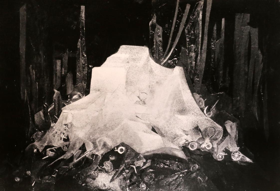 <p>&bdquo;Гърдите се събуждат първи&ldquo; от Иван Кулеков, реж. Руси Карабалиев &ndash; сценография</p>