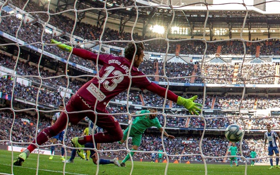 Отборът на Реал Мадрид дръпна с три точки на върха