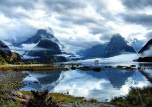 В Нова Зеландия изригна вулкан