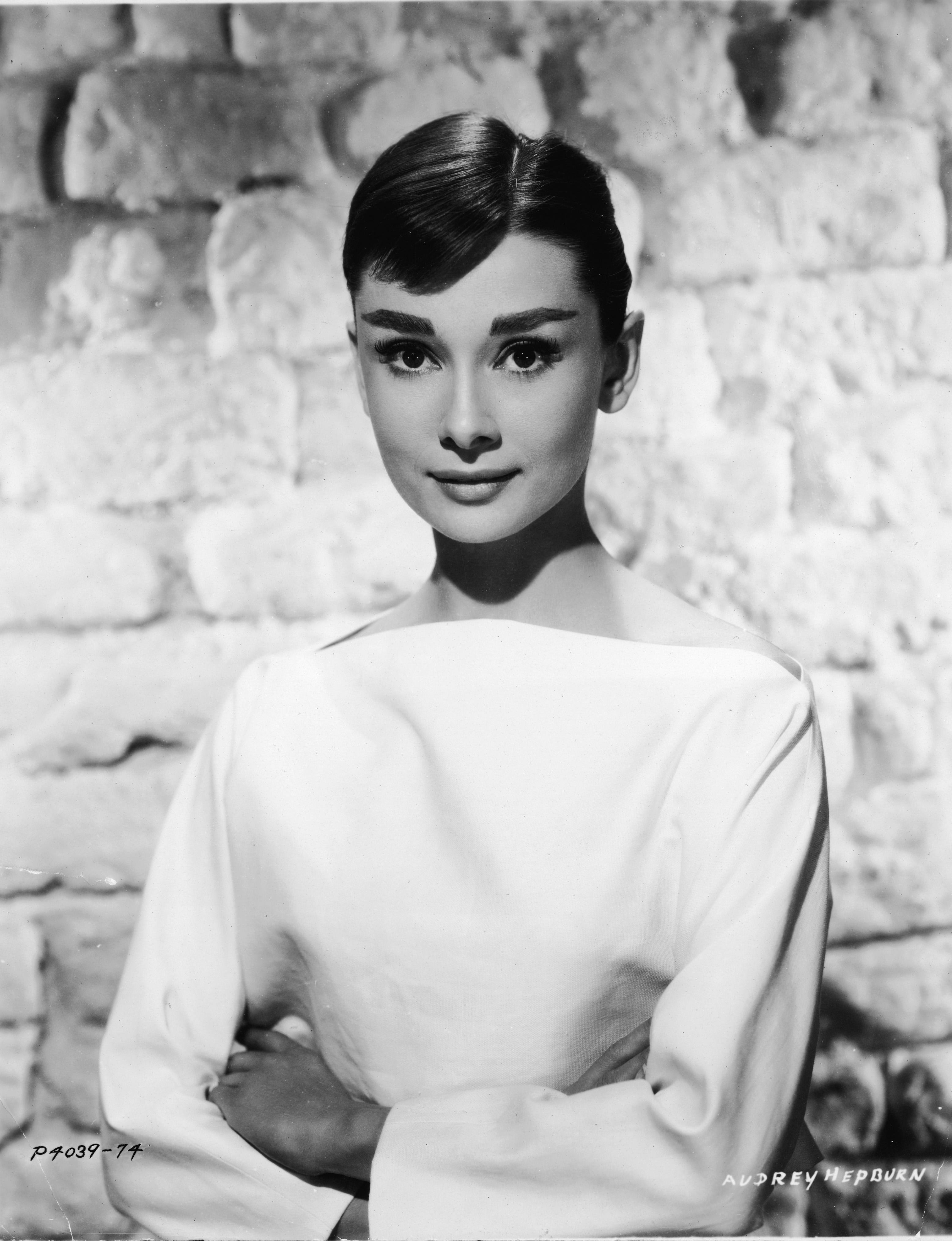 <p>Изящна и винаги шик филмова и модна икона Одри Хепбърн е въплъщение красота.</p>