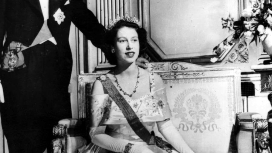 <p><strong>Уникално:</strong> първото ТВ&nbsp;обръщение на младата Елизабет II (ВИДЕО)</p>