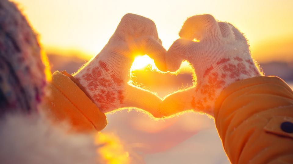 зима сняг ръкавици сърце слънце