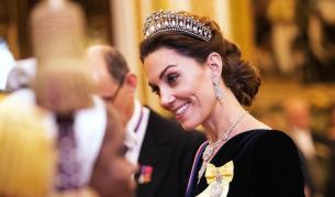 Кейт Мидълтън като истинска кралица в Бъкингамския дворец