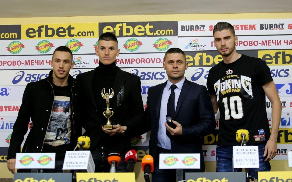 Селекционерът на младежкия национален отбор Александър Димитров говори пред медиите,