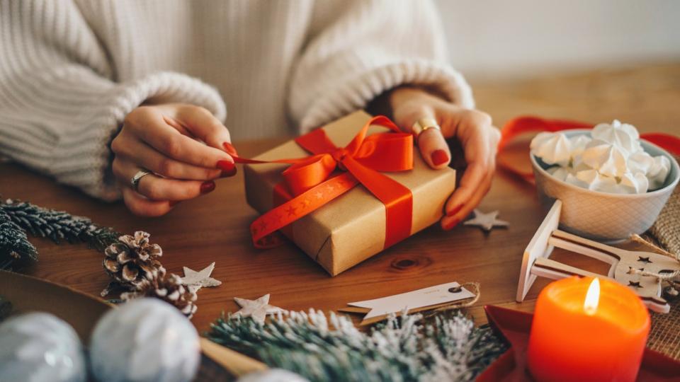 Коледа подаръци украса свещ